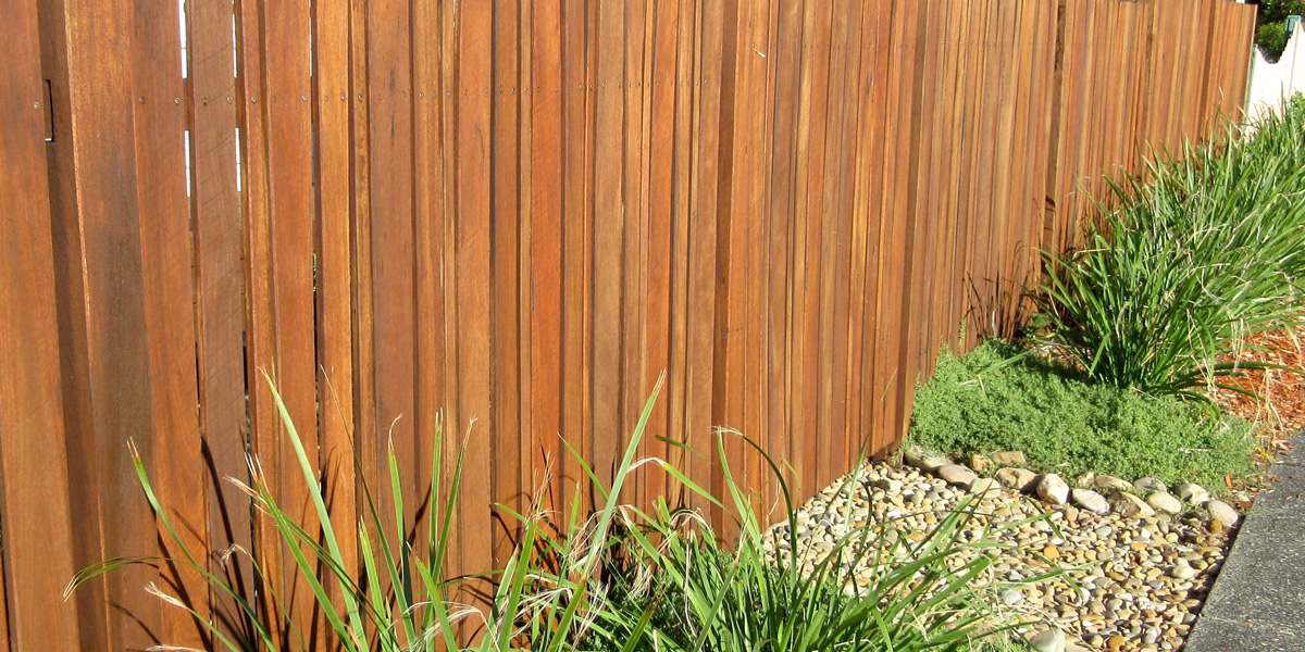 Building a New Fence? Consider the Pros & Cons of DIY vs Hiring a Builder