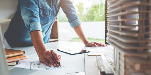 Should you choose a project manager or builder?
