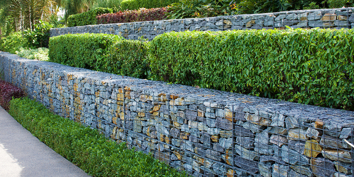 Successfully Incorporating Retaining Walls Into Your Landscaping