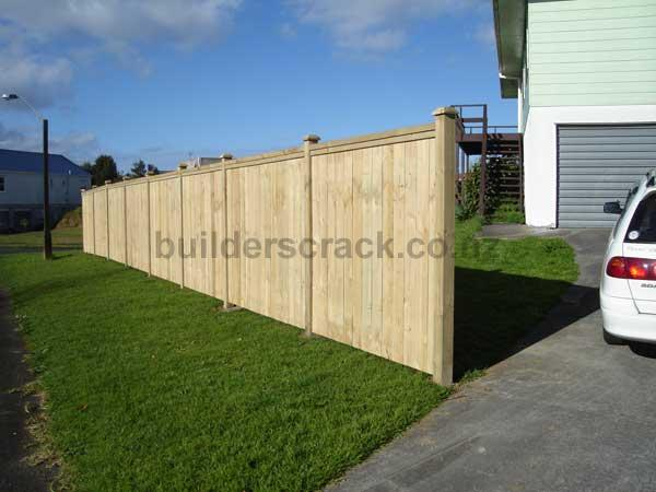 Timber boundary fence 27437 builderscrack for Boundary wall cost calculator