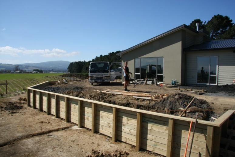 Retaining wall and car parking pad 32623 builderscrack for Landscape jobs nz