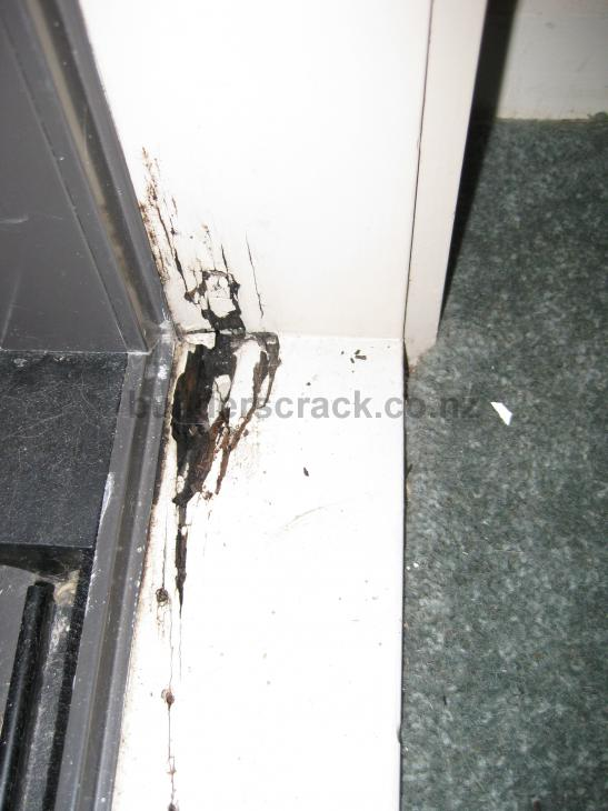 Fix rotten aluminium window/door frame (# 14452) | Builderscrack