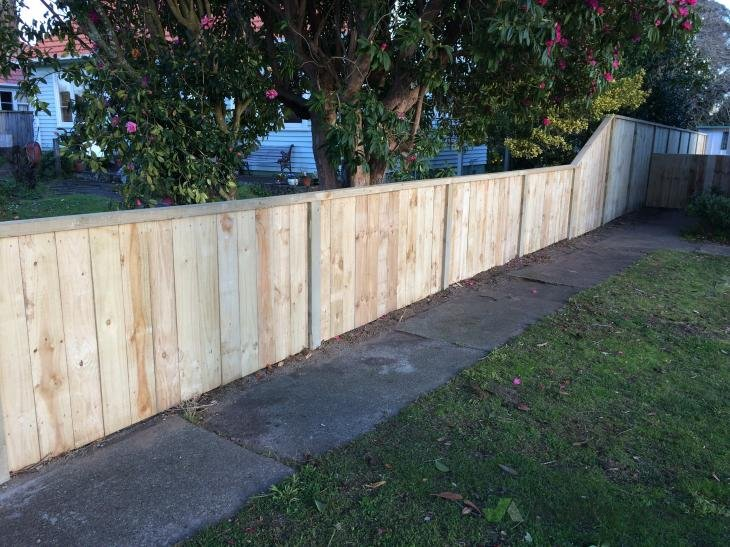 Side boundary fence 137956 builderscrack for Boundary wall cost calculator