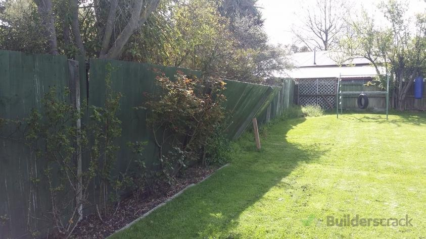 Boundary fence replacement 157711 builderscrack for Boundary wall cost calculator