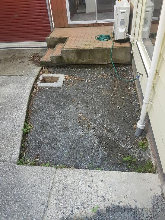 Small Concrete Slab : Small concrete slab and sump lid for driveway
