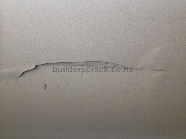 how to fix hole in plasterboard wall