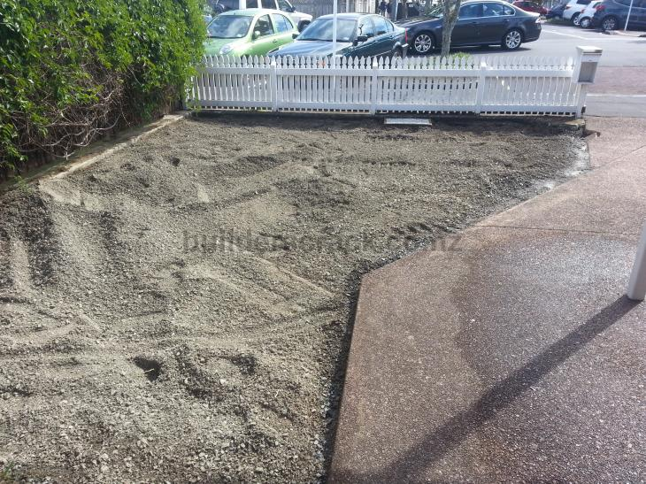 Lawn edging and gravel driveway 56300 builderscrack for Edging to keep mulch off sidewalk