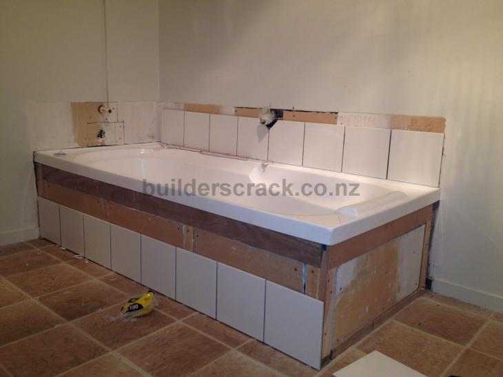 Finish tiling around bath 56994 builderscrack for Tiling around a bath