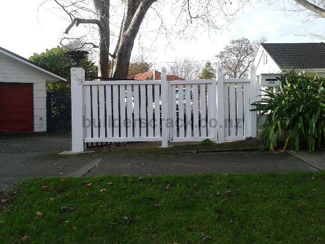 Front boundary fence 65766 builderscrack for Boundary wall cost calculator
