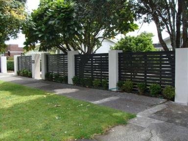 Front boundary fence wall 1839 builderscrack for Boundary wall cost calculator