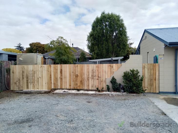 SIDE FENCE/BOUNDARY FENCE (# 456293)   Builderscrack