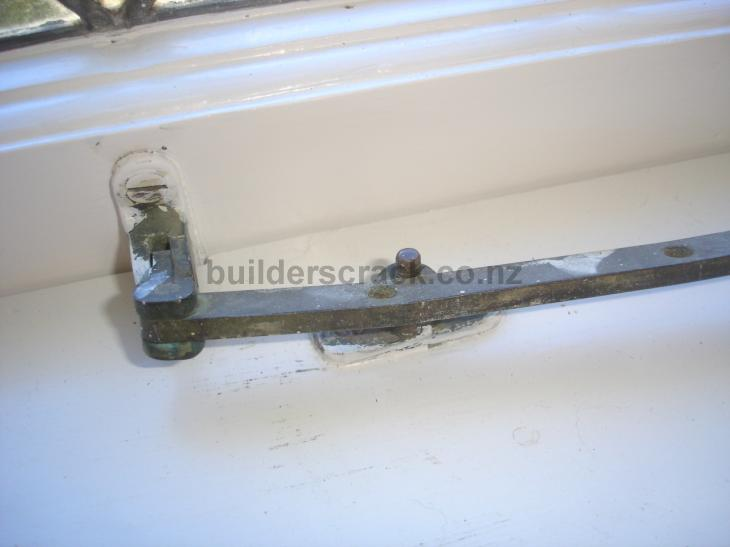 image 6710 & Realign window latches (# 32096) | Builderscrack