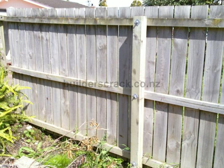 Boundary fences 15626 builderscrack for Boundary wall cost calculator