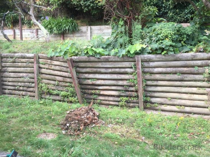 Fixing A Leaning Retaining Wall : Fix a leaning retaining wall  builderscrack